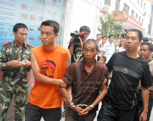 邱兴华被武装押送回汉阴县公安局
