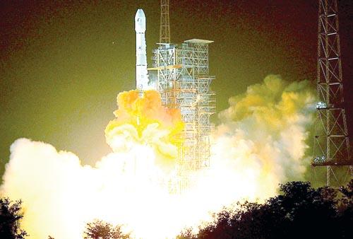 """我国通信卫星""""鑫诺二号""""发射成功"""