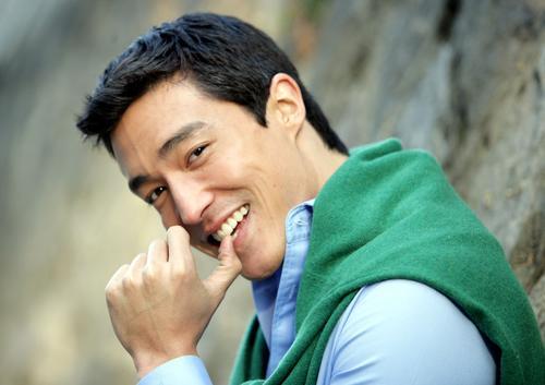 组图:韩国混血儿帅哥丹尼斯笑容灿烂帅气阳光