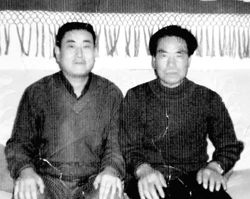 聋哑人要寻找的亲人(左).兰州晨-聋哑人寻亲冻 僵 彭家坪