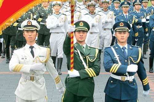 07式陆海空三军仪仗队礼宾服展示.新华社照片-美哉,07军服图片