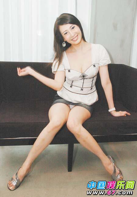 台湾 裸模 林兰芷宣传新书 穿超短裤走光露毛-