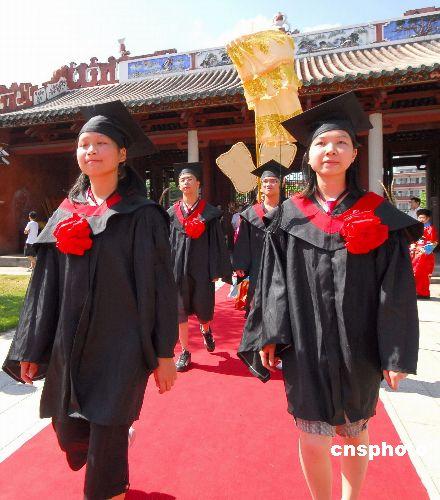 广东德庆孔庙高考学生 状元礼 依旧红火
