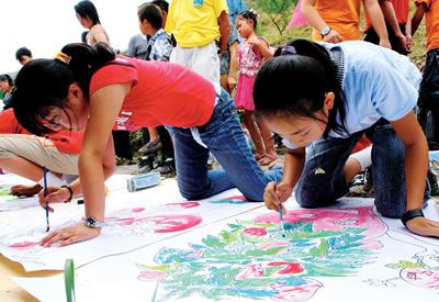 儿童展示绘画作品-儿童