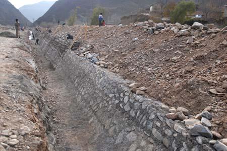 南河乡寺卜寨易地搬迁项目是宕昌县重点工程之一.