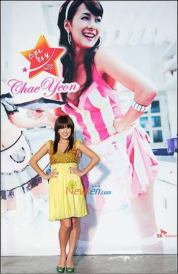 蔡妍派对风格海报 玩性感凸显丰满上围