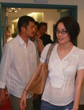 李亚鹏现场发飙王菲不阻止静候丈夫芭桂城保龄球俱乐部图片