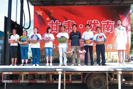 治部文工团演员王静代表全体演员对灾区群众表示感谢-全国抗震救灾