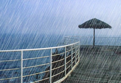 雨声/傍晚,雨声依旧,我撑着油纸伞独自漫步在烟雨茫茫的雨夜。