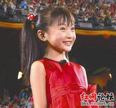 林妙可/在奥运会开幕式上,一位身穿红裙演唱《歌唱祖国》的小女孩成了...