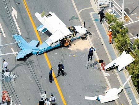 一架双座小型飞机在日本坠毁