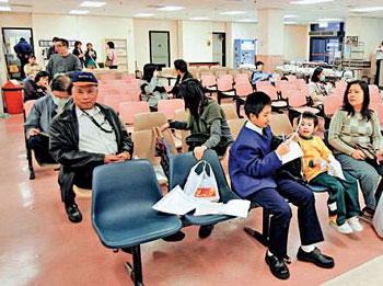 儿童 注射/图:病患儿童较易接触60毫升的针筒。(图片来源:大公报)