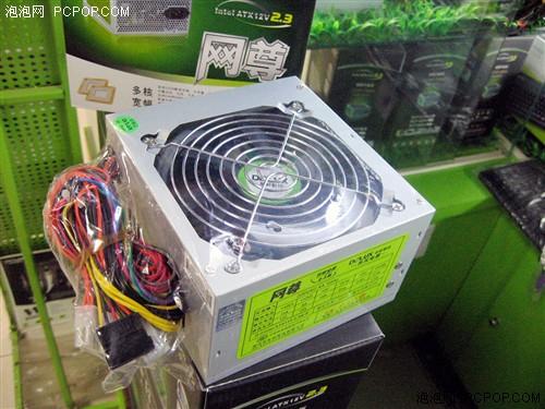 峰值最大功率420w,采用双路 12v电压输出,配备12cm静音风扇,整体做工