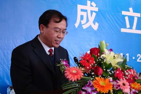 白银公司董事长_白银鑫昊的董事长照片