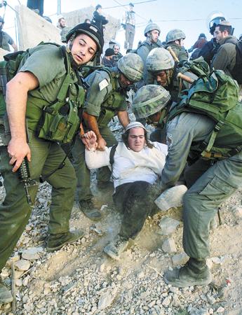 以色列军警强搬犹太定居者(图)