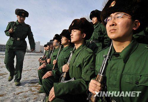 武警边防部队167名大学生新兵进行冬训 组图图片