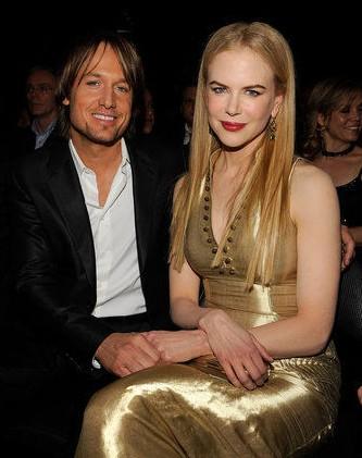 ·基德曼和老公凯西·厄本当众秀甜蜜.-妮可 基德曼穿金裙亮相