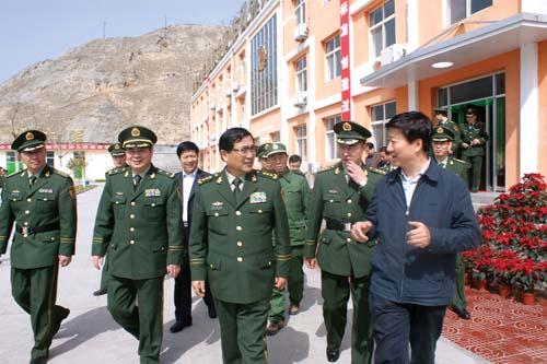 武警部队司令员吴双战上将来陇南视察工作图片