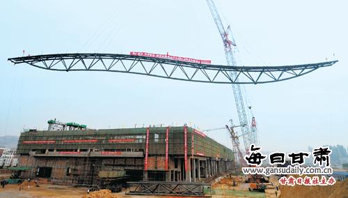 由24榀组成的屋盖巨大钢制桁架将在2个月内完成