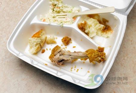 梦见打开冰箱都是剩菜
