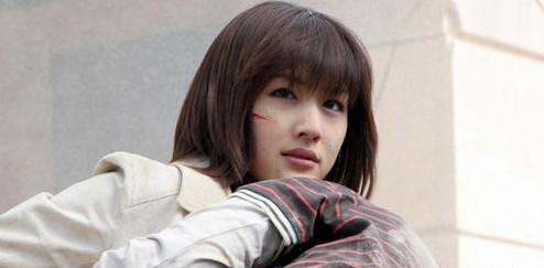 《 我的女友是机器人 》是韩国导演郭在容执导,由绫濑遥,小出惠介主演的