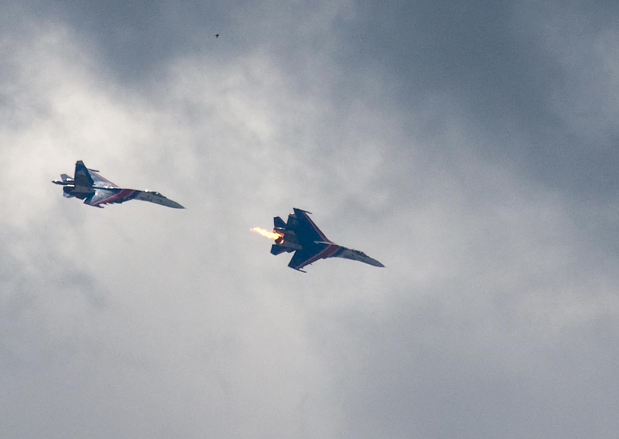 俄罗斯飞行表演飞机相撞
