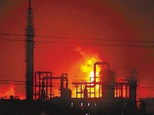 兰州石化厂爆炸致2人死亡 5公里外有刺鼻气味