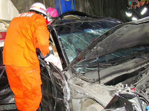 定西消防成功获救车祸中受伤乘员-定西消防-专