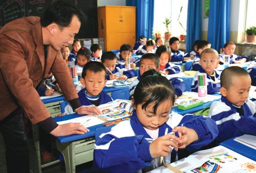 培养小学生在美术课堂中的动手参与能力;