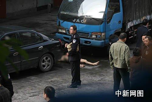 重庆一男子弑母割头后跳楼身亡(组图)