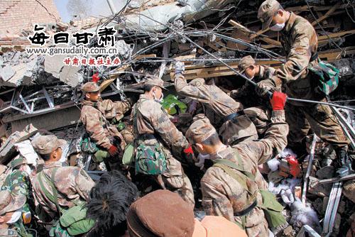 1000:青海玉树地震发生后,专业地震救援队与解放军,武警和公安消防