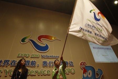 上海世博园首批6000余名志愿者离岗(组图)