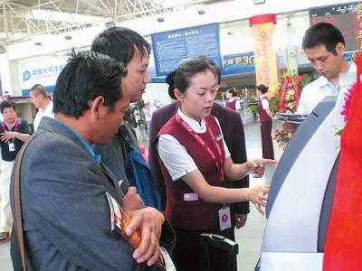 兰州/5月28日,中国国际航空股份有限公司自助值机设备在兰州中川...