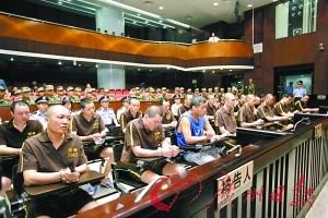 广州涉毒涉黑案主犯庭审时目露凶光(组图)