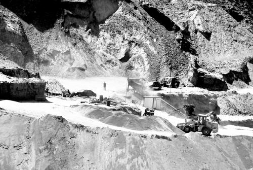 白银四部门整治非法金矿开采遭遇挖路阻挠(图)