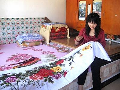 吕琴姐开始了十字绣专业制作