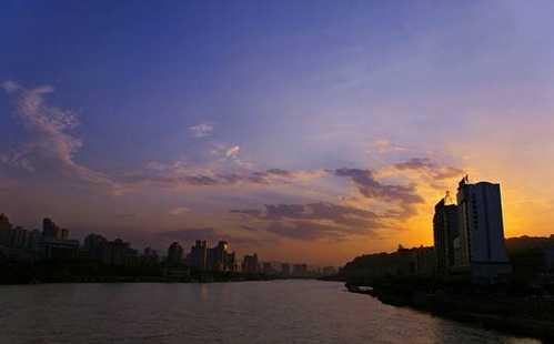 兰州黄河铁桥作文_兰州:世界上最该过七夕节的城市-兰州|黄河|水车|城市-每日甘肃