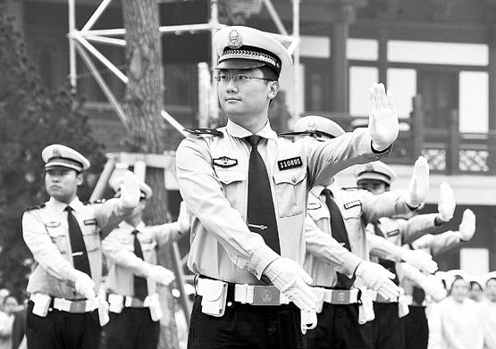 济南交警演手势(图)