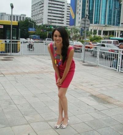 在2001年北京世界大学生运动会上她与队友合作获得艺