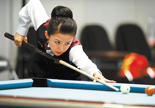 中国选手潘晓婷在台球项目女子美式9球单打比赛中