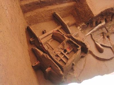 张家川/张家川木河乡桃源村墓坑内出土的铜车马