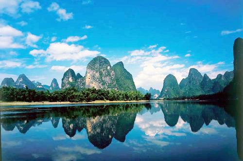 城市概况:桂林是世界著名的风景游览城市和历史文化名城,享有