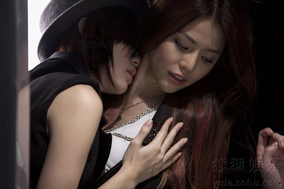 Dream Girls李毓芬玩女女热吻 客串男主角 李