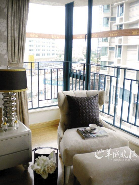 3米或更高.这样通过低台凸窗变落地凸窗的做法,使得房屋的空间更舒适.