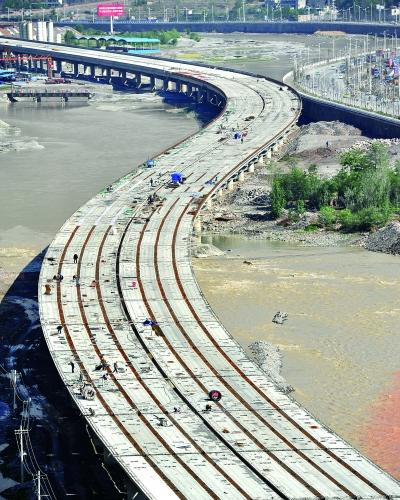 由中铁四局承建的兰海高速公路武罐段第三标段———武都特大高架