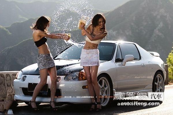 美女车模洗车
