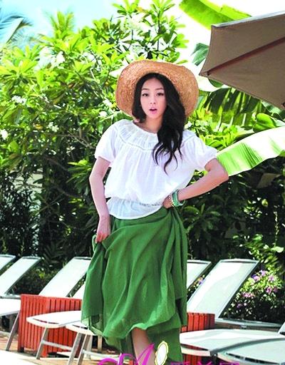 搭配墨绿色半身长裙
