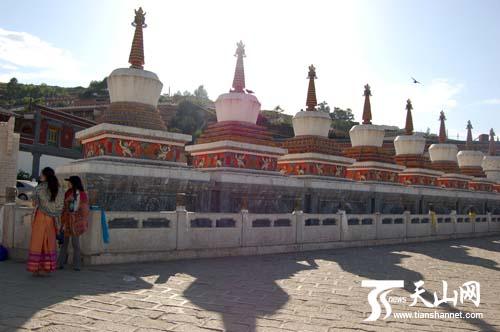 转经轮    天山网西宁讯(记者 薛静摄影报道)8月8日下午,2011全国网媒青海行记者团来到了著名的藏传佛教圣地青海塔尔寺。塔尔寺位于青海省西宁市湟中县鲁沙尔镇西南隅的莲花山坳中,是我国藏传佛教格鲁派(俗称黄教)创始人宗喀巴大师的诞生地,是藏区黄教六大寺院之一。