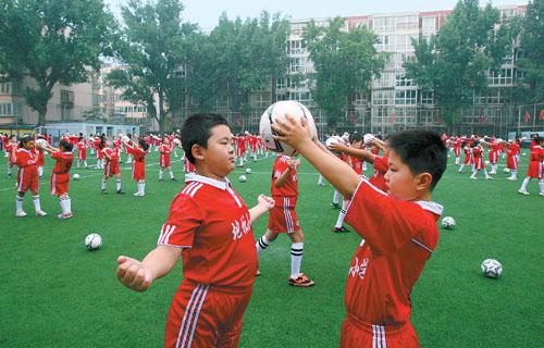 地坛东城区北京校区学生在实验小学操(图)湖义乌表演足球黎明小学图片