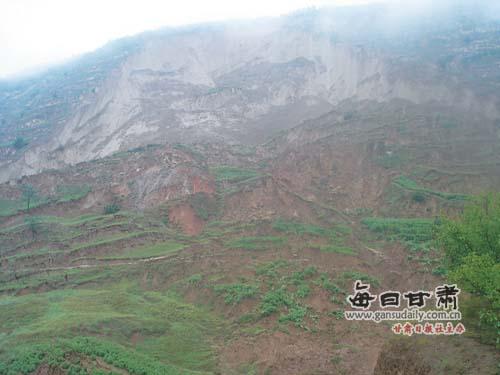 天水麦积区新阳镇赵庄村发生滑坡灾害形成堰塞湖 当地启动三级应急